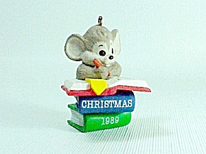 1989 Hallmark Christmas Tree Ornament Book Mouse For a Nice Teacher (Image1)