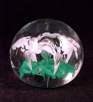Vintage Art Glass Flower Paperweight Paper Weight Green White (Image1)