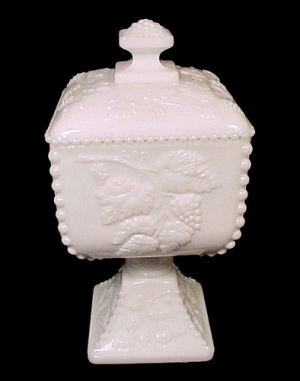 ac0fe68abc8ff Westmoreland Beaded Grape Milk Glass Candy Jar W  Tag