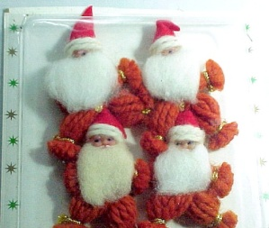 4 Santa Claus Christmas Package Stickers SS Kresge Yarn Ornaments (Image1)