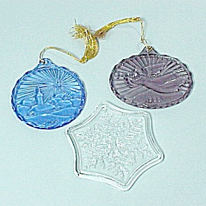 Pair 1985 Avon Fostoria Glass Christmas Tree Ornaments Blue Amethyst (Image1)