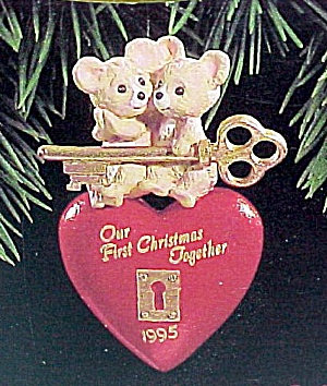 1995 Hallmark Miniature Ornament First Christmas Together Key to Heart (Image1)