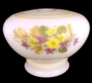 Student Electric Lamp Base Font Milk Glass Floral Vintage (Image1)