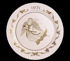 1971 Spode Bone China 2nd Christmas Plate w Angel (Image1)
