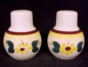Vernon Kilns Calif Brown Eyed Susan Salt Pepper Shakers