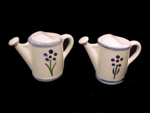 Shawnee Pottery Watering Water Can Salt Pepper Shakers (Image1)
