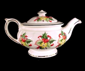 Christmas Holiday Holly China 1c Teapot w/ Gold England (Image1)