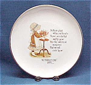 Holly Hobbie Mother's Day 1975 Commemorative Plate (Image1)