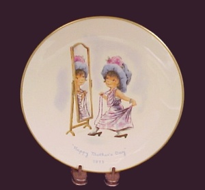 Gorham China 1975 Moppet's Plate Happy Mother's Day Dress Up (Image1)