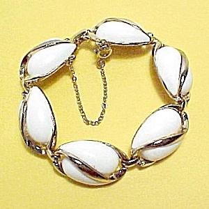 Vintage Coro Goldtone Bracelet White Plastic Signed (Image1)