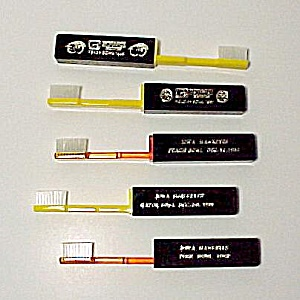 5 Iowa Hawkeyes Rose Peach Bowl Souvenir Toothbrushes (Image1)