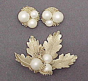 Demi Parure Gold Leaf & Faux Pearl Brooch Clip Earrings (Image1)