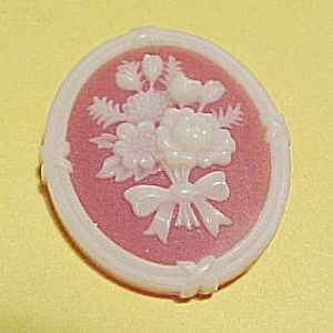Avon Floral Bouquet Cameo Brooch Pin Plastic Vintage (Image1)