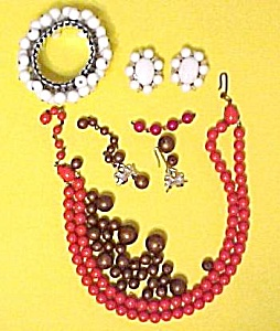 Junk Jewelry Parts Plastic Bead Coral Red Brown White (Image1)