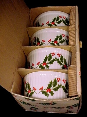 4 Christmas Holiday Holly Berry Casserole Baking Dish