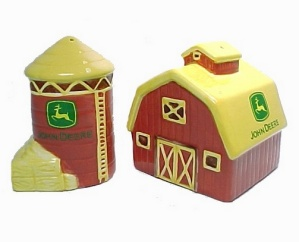 John Deere Barn Silo Salt And Pepper Shakers Farm S & Ps