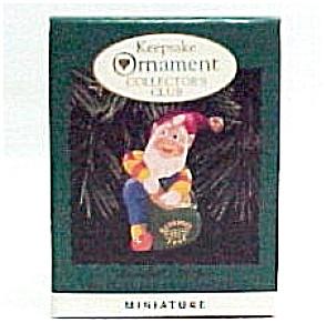 1996 Hallmark Christmas Ornament Rudolph's Helper Mini (Image1)