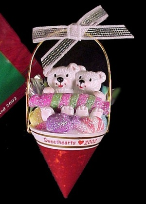 Carlton Christmas  Valentine Ornament Sweethearts 2002 (Image1)