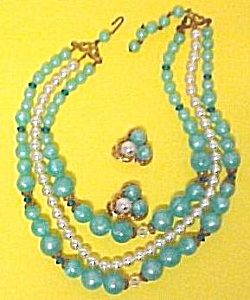 Junk Jewelry Aqua Lucite Moonglow Pearl AB Crystal (Image1)