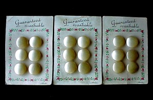 Lot of 3 Carded Buttons Pearlized Shank Czechoslovakia 18 pcs Vintage (Image1)
