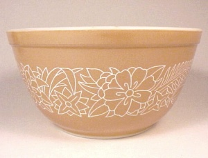 Pyrex Woodland Brown 1.5 Qt Mixing Bowl 402 Vintage