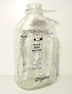 Green Hills Harvest 1/2 Gal Glass Milk Bottle and Cap Purdin MO (Image1)