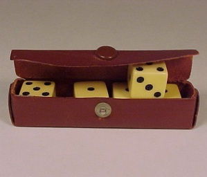 Vintage Plastic Dice in Leather Case Gambling Casino (Image1)