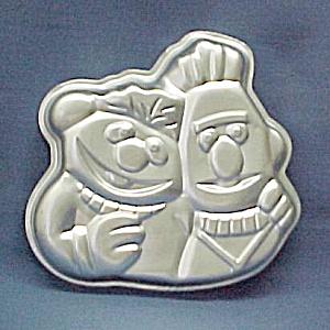 1971 1977 Wilton Cake Pan Bert Ernie Sesame Street Mold (Image1)