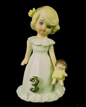 Enesco 1981 Growing Up Birthday Girl 3 Figurine Blonde (Image1)