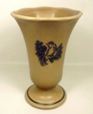Pfaltzgraff Folk Art Footed Vase Ice Cream Sundae Server (Image1)