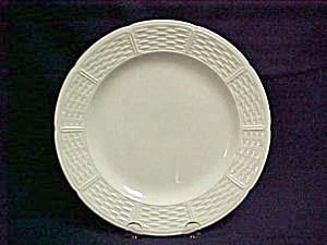 Wedgwood Willow Weave U1109 Luncheon Plate