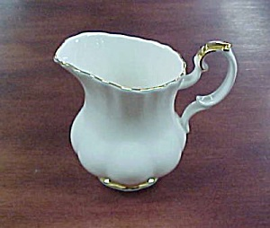 Royal Albert Val D'Or Creamer (Image1)
