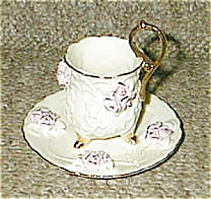 3 three Legged roses on white tea cup (Image1)