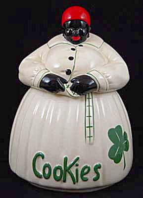 Mc Coy Mammy White w/Clover Dress Cookie Jar (Image1)