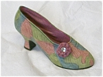 Click here to enlarge image and see more about item 25009: Just The Right Shoe Rose Court #25009