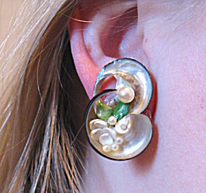 Unique shell clip earrings with beads (Image1)
