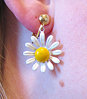 Daisy clip on earrings (Image1)