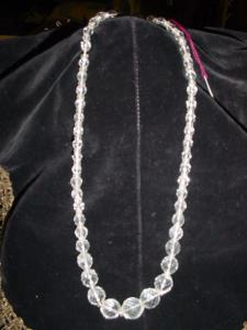 Clear glass vintage necklace (Image1)