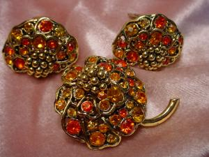 Hollycraft pin and earring set (Image1)