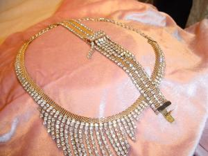 Hobe necklace and bracelet set (Image1)