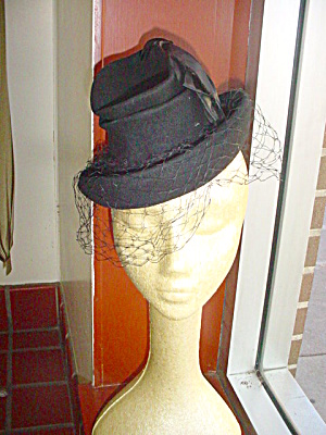 1940's Black Cocktail/Novelty Hat With Bows (Image1)