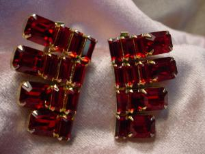 Kramer red rhinestone vintage earrings (Image1)