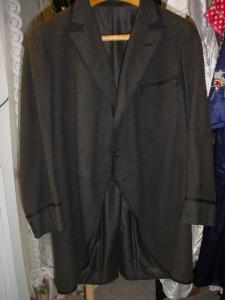 Early 20th Century green frock coat (Image1)