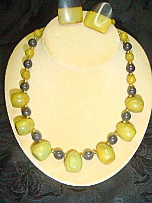 Bakelite Green & Black Necklace & Earring Set (Image1)