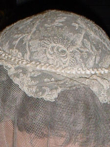 Early 50's Elegant lace wedding headpiece (Image1)