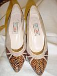Click here to enlarge image and see more about item sb1033: Vintage Stuart snake skin heels