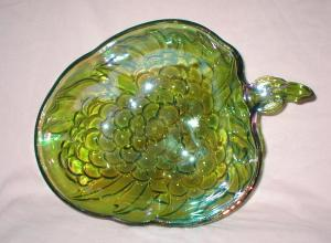 Green Carnival Glass Berry Pattern Bowl (Image1)