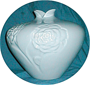 Haeger Flower Embossed Vase (Image1)