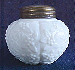 Challinors Forget Me Not Salt Shaker (Image1)