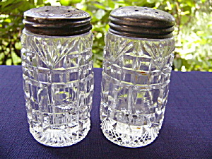 Block and Fan Salt Shakers (pair) (Image1)
